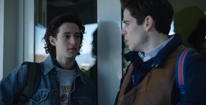 Vincenzo e Romeo fanno pace sul finale di Nessuno come noi