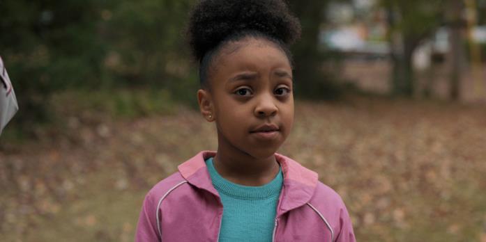 Primo piano di Erica Sinclair, nella stagione 2 di Stranger Things