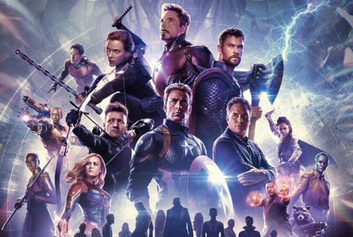 Capitain America, Iron Man, Thor e gli altri personaggi nel poster di Avengers: Endgame