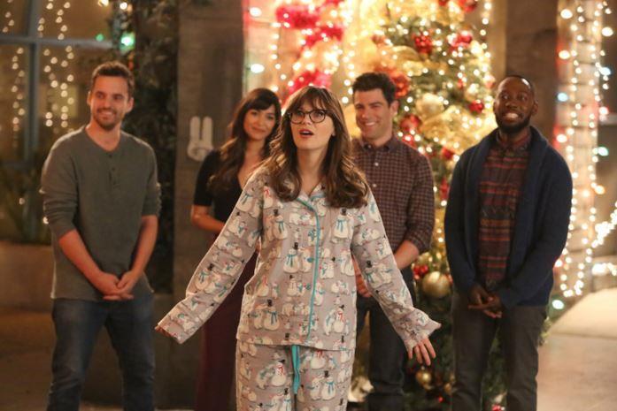 Il cast di New Girl davanti le luci di Natale
