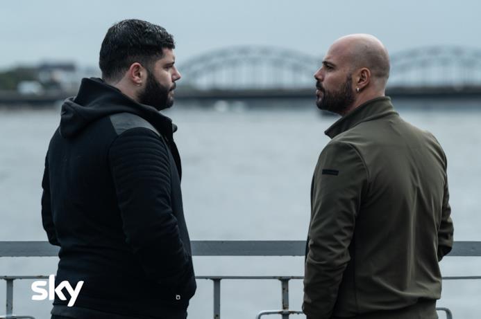 Una delle scene con Marco D'Amore e Salvatore Esposito
