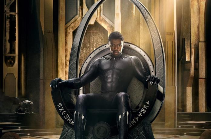 Black Panther seduto sul suo trono
