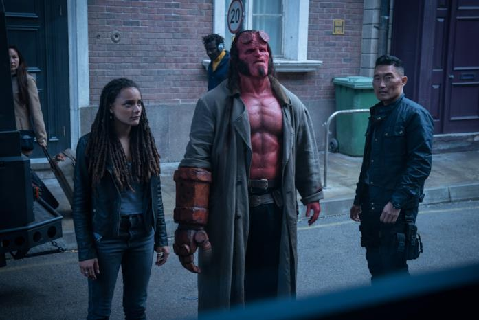 Il trio di Hellboy in una scena del film