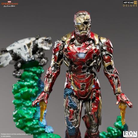 Iron Man zombie con alle spalle il drone che lo proietta
