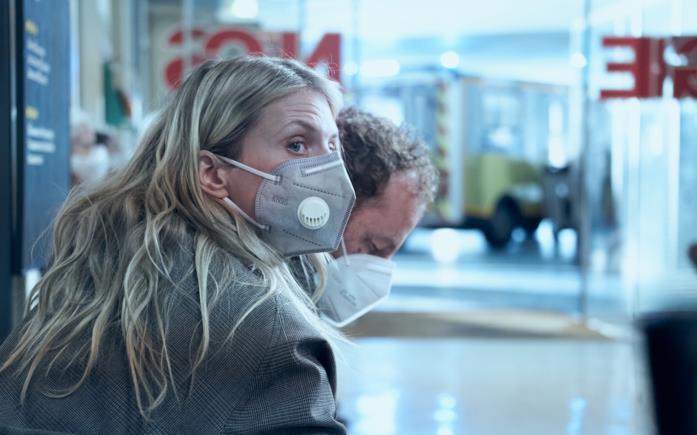 Mélanie Laurent e Malik Zidi in una scena del film Oxygène