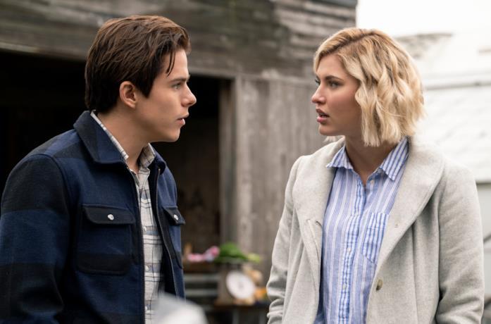 Alyssa e Jack si guardano perplessi