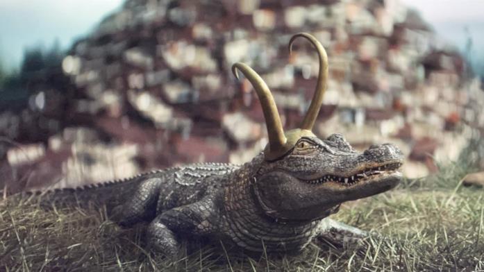 Loki in versione alligatore, anche lui con un elmetto