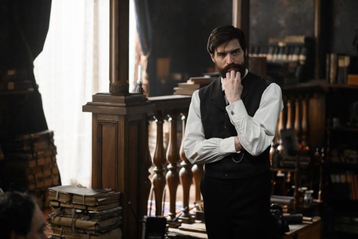 Il giovane Freud nel suo studio viennese