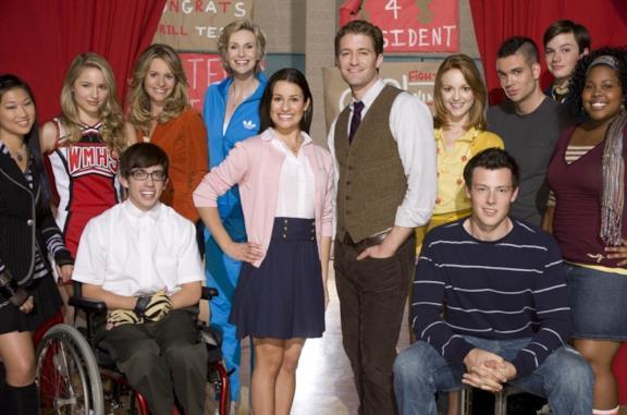 Primo piano del cast di Glee