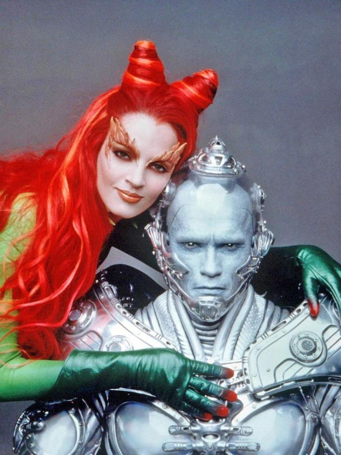 Mezzibusti di Uma Thurman e Arnold Schwarzenegger nei costumi di