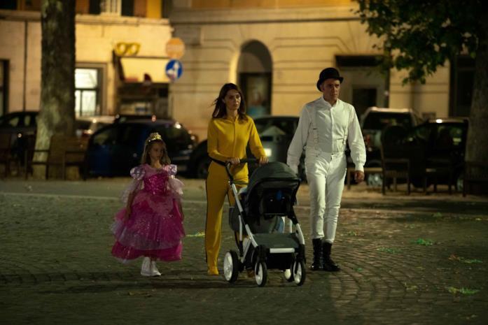 Valerio Mastandrea e Paola Cortellesi in una scena del film Figli