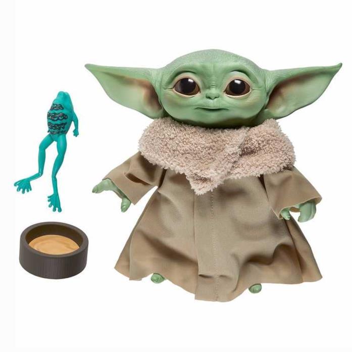 Il giocattolo Baby Yoda Parlante di Hasbro