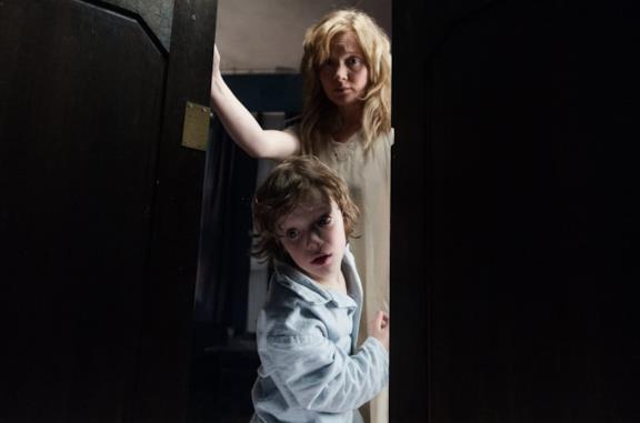 Madre e figlio terrorizzati dal Babadook