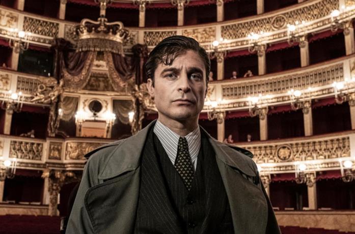 Lino Guanciale è il commissario Ricciardi nella serie TV RAI