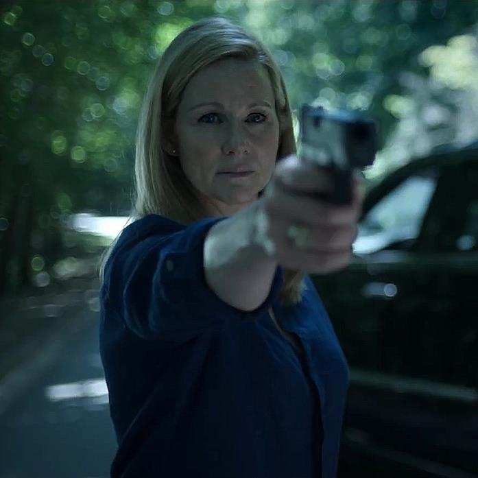 Wendy punta la pistola contro il marito nel trailer della terza stagione di Ozark