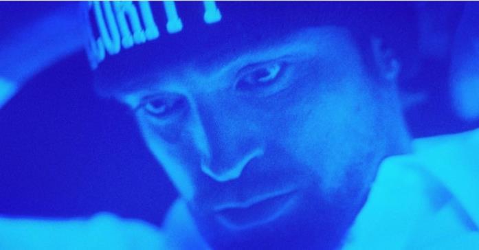 Un primo piano di Robert Pattinson dal film Good Time
