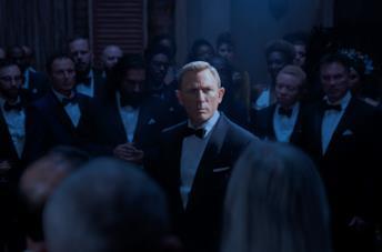 Bond circondato dalla Spectre