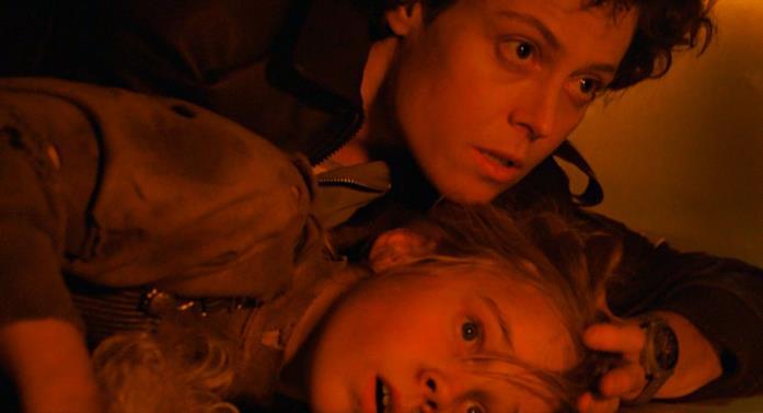 Sigourney Weaver con Carrie Henn in Aliens - Scontro finale