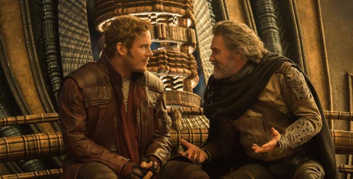 Peter Quill e suo padre in una scena di Guardiani della Galassia Vol. 2