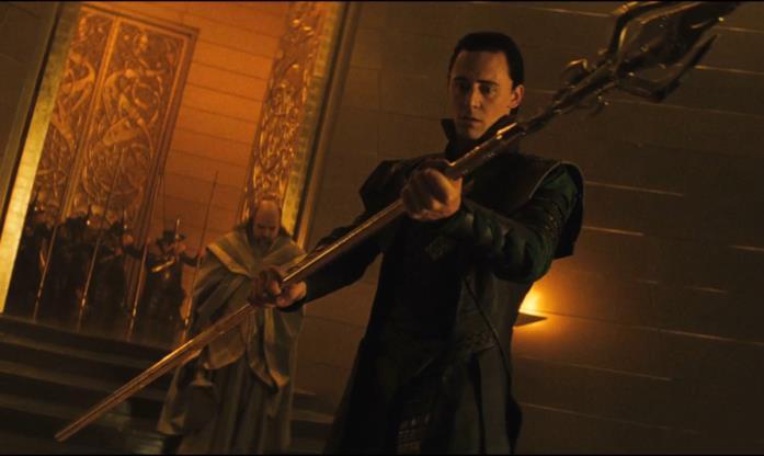 La potente arma Gungnir in mano a Loki