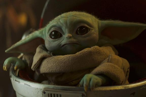 Primo piano di Baby Yoda in un episodio di The Mandalorian