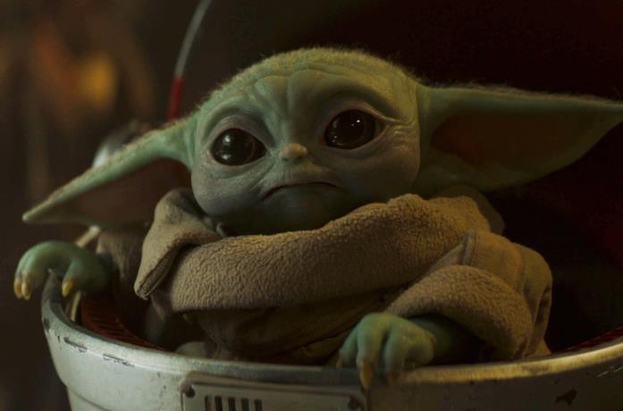 Primo piano di Baby Yoda in un episodio di The Mandalorian