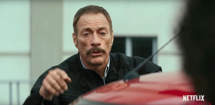 Primo piano di Jean-Claude Van Damme ne L'ultimo mercenario