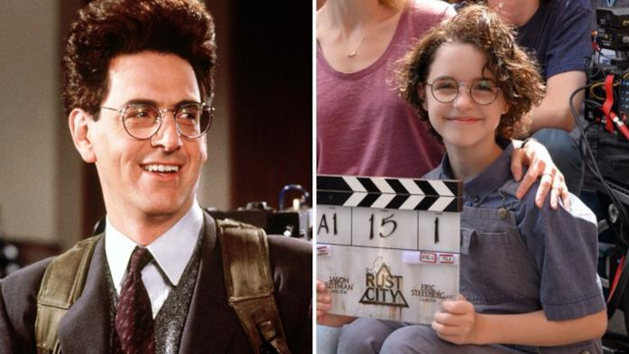 A sinistra il personaggio di Egon Spengler interpretato da Harold Ramis nei primi due Ghostbusters degli anni '80, a destra l'attrice Mckenna Grace nella prima foto dal set di Ghostbusters 2020