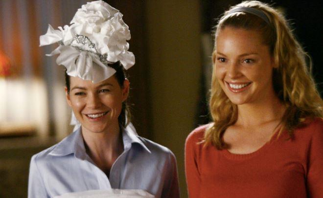 Meredith e Izzie in una scena dalle prime stagioni di Grey's Anatomy