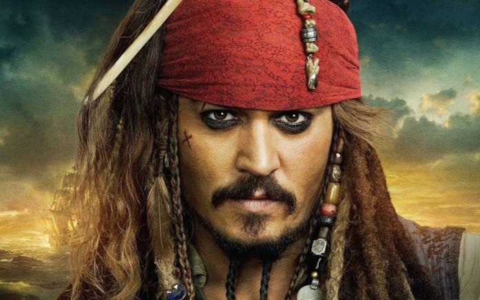 Un primo piano di Johnny Depp nei panni di Jack Sparrow