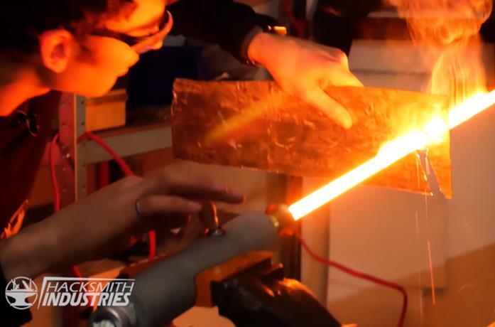 Star Wars, ecco una spada laser reale che brucia a 1500 gradi