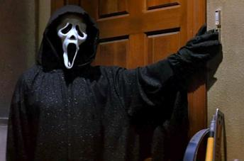 Il killer Ghostface in Scream