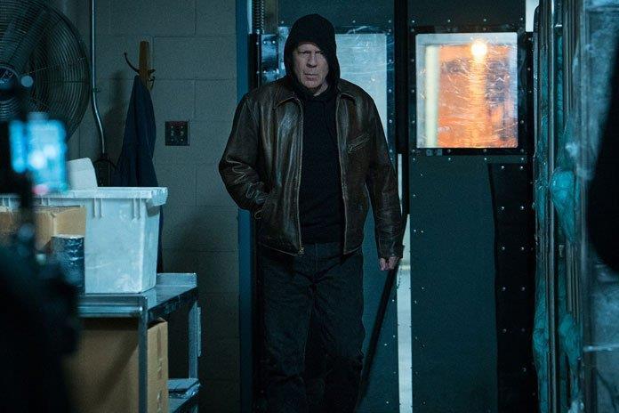 Bruce Willis nei panni di Paul Kersey in una scena di Death Wish