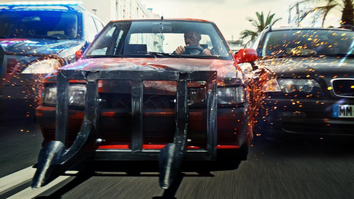 Proiettile vagante, il trailer del thriller Netflix ad alta velocità