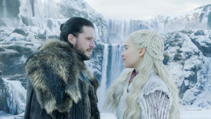 Kit Harington ed Emilia Clarke in Game of Thrones 8
