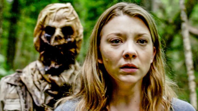 Sara avverte una presenza dietro di sé mentre corre per sfuggire ad Aiden