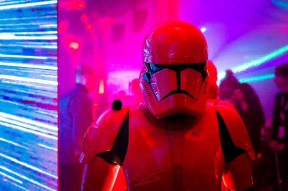 Un cosplayer stormtrooper all'anteprima di Star Wars: L'ascesa di Skywalker