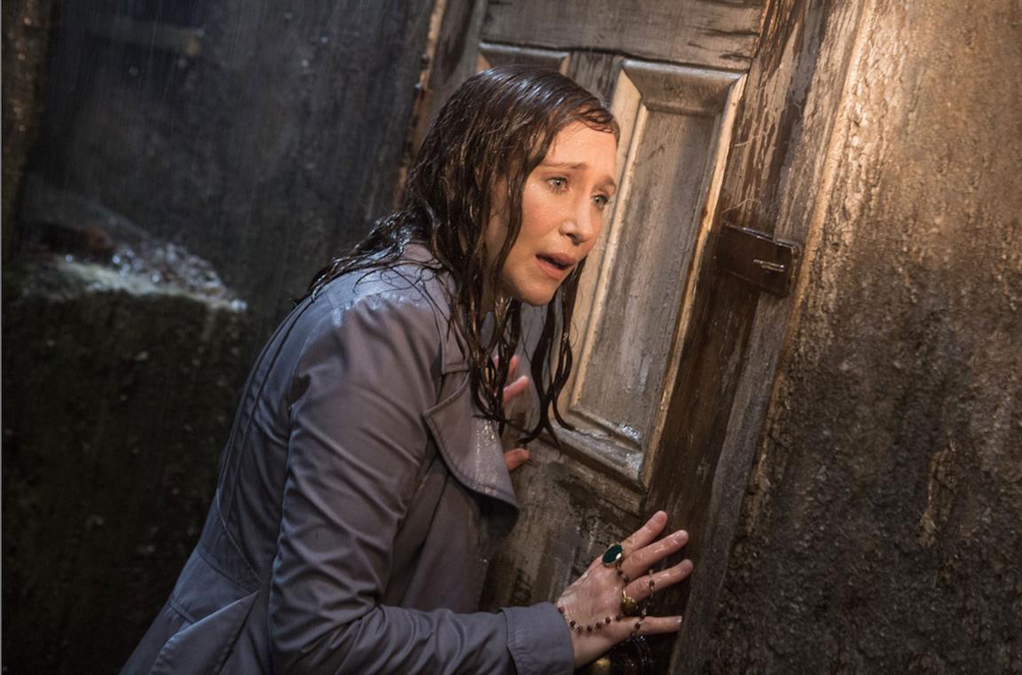 Un'immagine di Vera Farmiga in The Conjuring