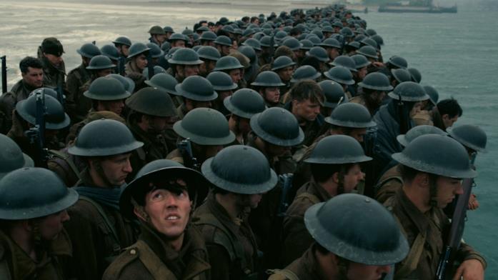Gli attori nelle vesti di soldati in Dunkirk