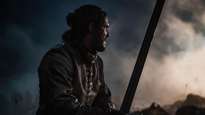 Jon Snow con spada in mano in battaglia
