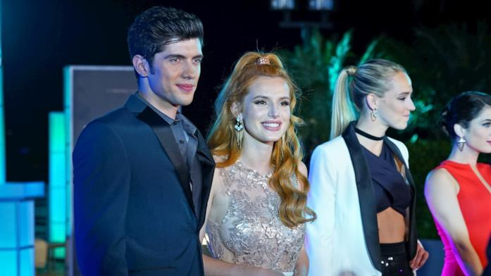Famous in Love simile a Riverdale