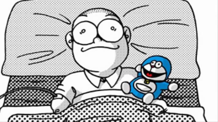 Nobita con accanto il pupazzo di Doraemon