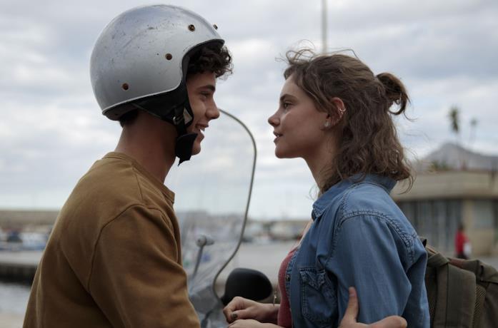 Christian Roberto ed Elvira Camarrone in una scena del film Sulla stessa onda