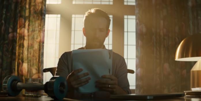 Ryan Reynolds ha in mano il copione di Lanterna Verde