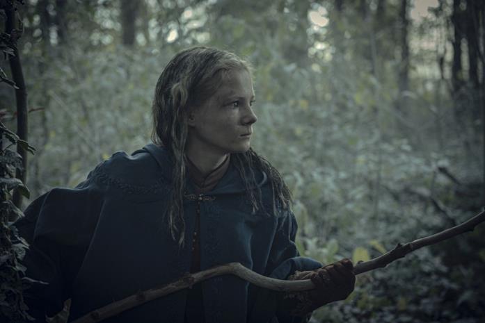 Freya Allan in una scena di The Witcher