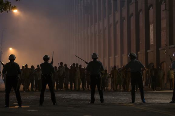 Una scena del film Detroit
