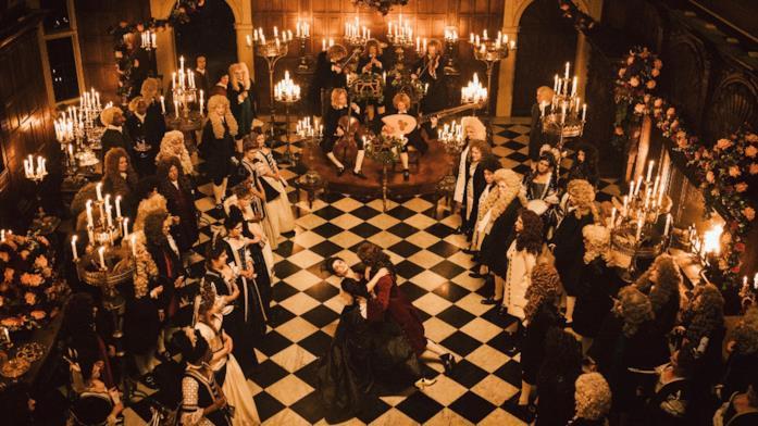 Una scena di ballo e festa ne La Favorita