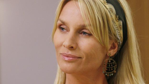 Nicollette Sheridan alias Edie Britt in Desperate Housewives