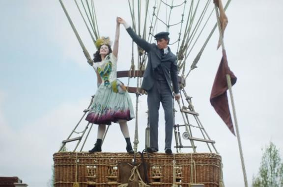 Felicity Jones ed Eddie Redmayne in The Aeronauts