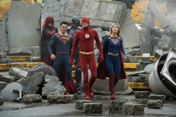 Un'immagine degli eroi di Crisis on Infinite Earths